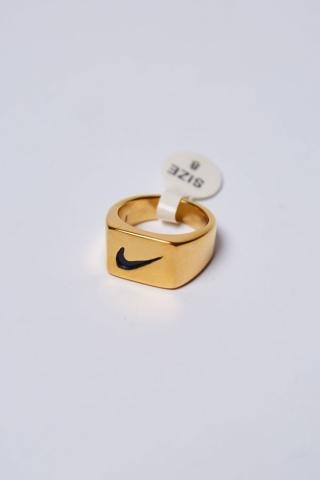 Перстень N квадратный золотой