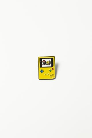 Пин Game Boy желтый