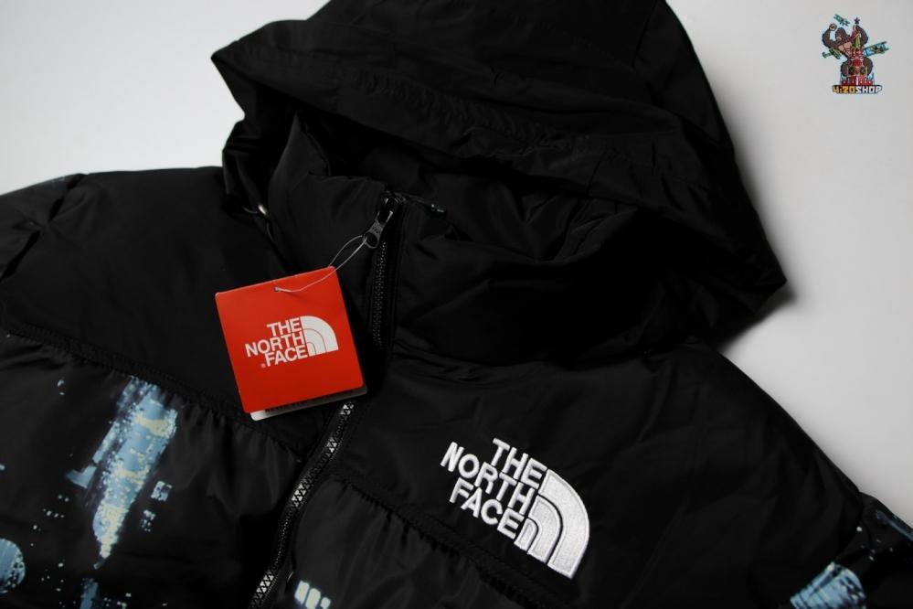 Пуховик The North Face черно-синий
